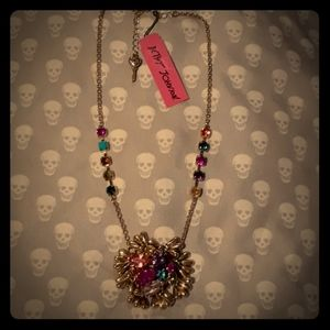 BETSEY JOHNSON NECKLACE NWT